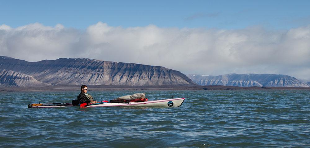 Kayak au Svalbard dans le fjord d'Ekman
